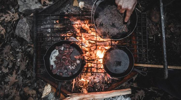 How to Choose the Best Cast Iron Camping Cookware